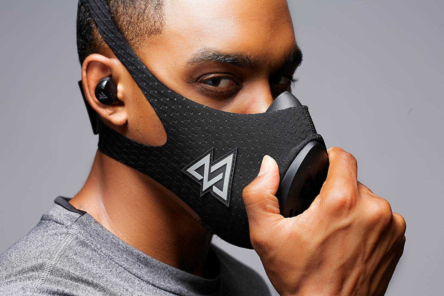 Man wearing Training Mask 3.0